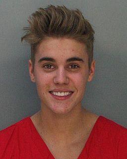 Justin_Bieber_mugshot,_front (1)